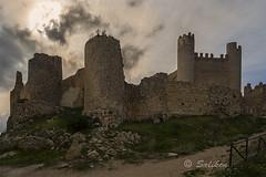 Castillo de Chivert (Santiago Vidal - Saliken) Tags: castle castillodechivert castillo chateau piedras rocas stones paredes ruinas camino sendero cielo nubes alcaladechivert chivertcastle horizontal canon canon7d sigma sigma1020 saliken