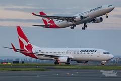 VH-VZU QF B738 VH-EBC A332 34L YSSY-6916 (A u s s i e P o m m) Tags: mascot newsouthwales australia au qantas qf boeing b738 airbus a332 syd yssy sydneyairport