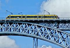 Metro do Porto (vmribeiro.net) Tags: bandeira geo:lat=4113840305 geo:lon=861137956 geotagged portugal prt vilanovadegaia porto ponte bridge luis metro metropolitano train sony a350 vila nova gaia