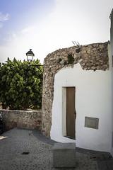 Torre de la antigua muralla arabe reconvertida en casa (ibzsierra) Tags: ibiza eivissa baleares canon 7d 24105isusm daltvila 2hold town ciudad antigua casa house maison torre