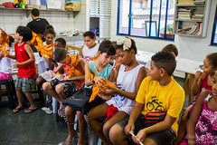 Elisângela Leite_18 (REDES DA MARÉ) Tags: américa brasil complexodamaré doglaslopes favela latina maré marésemfronteiras novamaré ong redesdamaré riodejaneiro aula criança desenho serigrafia