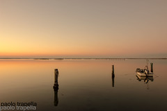 riflessi (paolotrapella) Tags: riflessi mare barca tramonto sunset boat
