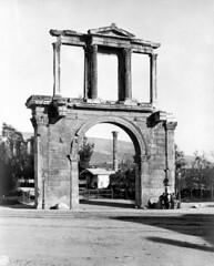 Η Πύλη του Αδριανού (Giannis Giannakitsas) Tags: αθηνα athens athenes athen greece grece griechenland 19th century 19οσ αιώνασ πυλη του αδριανου arch of hadrian