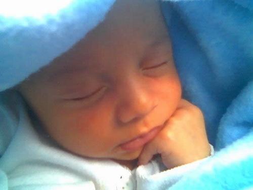 Bebê novinho dormindo