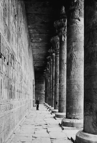 (animated stereo) Horus Colonnade, Edfu. (c.a. 1919)
