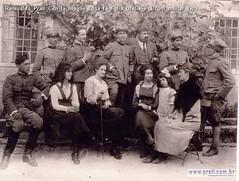Romualdo Prati Con la moglie Olga la figlia Ofelia e alcuni militar 1909