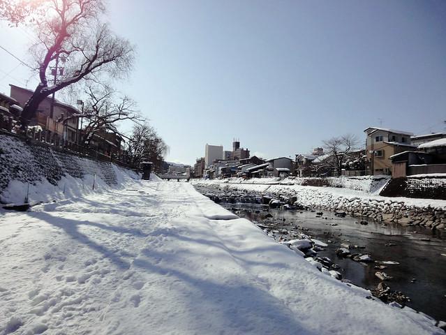宮川朝市のある宮川沿いまできました。|