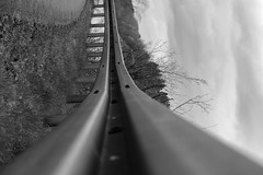 Railguard (Flschle) Tags: street blackandwhite steel guard rail sw schwarzweiss stahl leitplanke strase railguard
