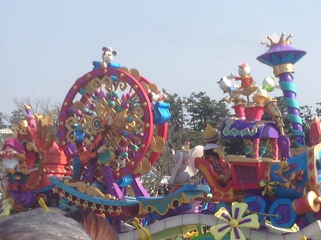 30周年記念パレード!すごく日差しが強かったのであんまりキレ。|東京ディズニーランド