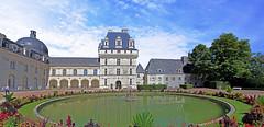 Chateau de Valançay (claude 22) Tags: château valençay indre maisondestampes talleyrand castle loire castillo france bassin reflection reflexion ciel nuages cumulus châteaux burgen castles castelli
