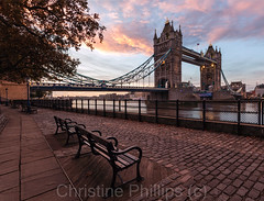 Tower Bridge at sunrise (Christine's Phillips (Christine's observations)) Tags: london towerbridge tourism explore travel sunrise beautiful architecture oldandnew ancient bridge bridgingthegapinstyle bench rest inviting peaceful happy happiness europe capital business finance water river reflections brexit nobrexit christine phillips photography