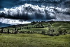 Nuvole tampestose! (Enzo Ghignoni) Tags: nuvole cielo collina erba verde alberi cipressi case toscana italia