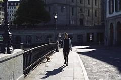 S H A D E. (Cem Bayir) Tags: fuji fujipro400h iso400 fujipro film filmisalive shootfilm analogue colorfilm leica leicam leicamp mp street streetphotography people grainisgood grainy filmphotography epson epsonv600 v600 scan noprocessing zürich münsterbrücke shade shadows