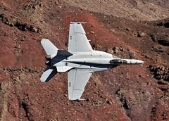 TOPHATTERS (Dafydd RJ Phillips) Tags: vfa14 tophatters navy us lemoore nas station air naval hornet f18 super f18e fa18e 14 strikfitron valley death wars star canyon rainbow transition jedi california usa military jet combat fighter