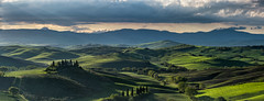 Val d'Orcia (PhiiiiiiiL) Tags: sanquiricodorcia toscana italien it italy landscape podere belvedere panorama tuscany nikon d810 toscane pienza green valley clouds cloudy landschaft