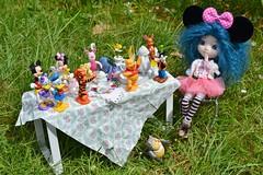 Tous à table! (alixir2.0) Tags: disney mickey mouse souris dessin animé pullip figurine toys jouet winnie pooh time gouter jardin lourson bourriquet gateau kawaii cute doll bjd poupée enfance alixir