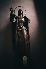 'Wo lights my candle?' (Thomas Listl) Tags: thomaslistl color statue light church interior shadows holy 14mm dark