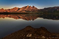 Agua y tierra (AvideCai) Tags: avidecai paisaje reflejos montaña amanecer sigma1020 agua