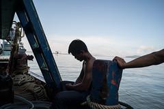 * (Sakulchai Sikitikul) Tags: street snap streetphotography songkhla sony a7s worker burmese seascape sea thailand boat 28mm voigtlander ngc