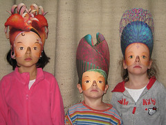 les trois petits masques (S amo) Tags: enfant garçon fille kid boy girl child children mask pharaoh portrait pink rose carton papire rideau curtain cardboard