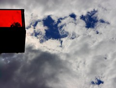 OVERWinninG. (Warmoezenier) Tags: balcony balkon blauw blue clouds colour goes kleur overwinning red rood victoria victory white wit wolken zeeland