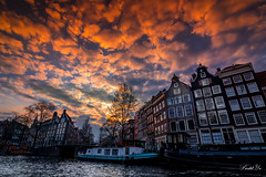 Amsterdam Sunset 阿姆斯特丹的落日 (T.ye) Tags: amsterdam sunset river landscape boats city urban old builiding 荷蘭 阿姆斯特丹 河流