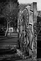 (Leon F. Cabeiro) Tags: leica m2 voigtlander 50 15 asph vm nokton kodak tmax 400 stand hc110 santiago compostela galiza galicia street graffiti art