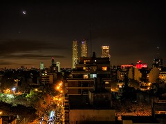 Noche en palermo - Night in Palermo (celta4) Tags: city moon argentina night buildings noche edificios buenosaires nightshot ciudad luna nocturna