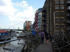 Metal footbridge at St Staviour's Dock (Bods) Tags: london towerbridge walk thamespath stsavioursdock thamespathnationaltrail greenwichtolondonbridgewalk thamespathstage2 ststavioursdock