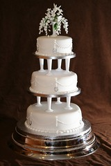 Wedding cake (Eldriva) Tags: flowers white weddingcake pillars sponge fruitcake fondant 3tier ediblecrystals