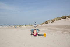 (Peter de Krom) Tags: pink beach umbrella chairs crack parasol but hvh