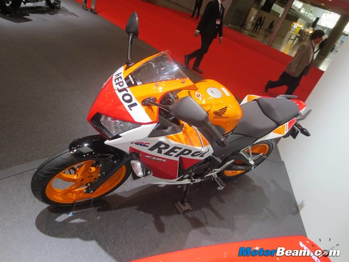2014-Honda-CBR250R-14