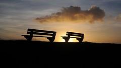 Attraktive Wolke ber der Kste am Pttenweg/Langer Deich; Nordstrand, Nordfriesland (2) (dendroaspis2008) Tags: sunset sky clouds germany atardecer deutschland see evening abend zonsondergang meer wasser tramonto nuvole sonnenuntergang dusk himmel wolke wolken bank ciel northsea cielo alemania dmmerung nuage crpuscule nordsee allemagne nube hemel germania schleswigholstein merdunord gegenlicht schemering crepuscolo nordstrand gkyz  ogie abends pomie   nordfriesland  sitzmbel niemcy maredelnord mardelnorte bergenhusen   stapelholm pomienie szlezwigholsztyn vision:sunset=0947 vision:sky=099 vision:outdoor=0691 vision:clouds=0965