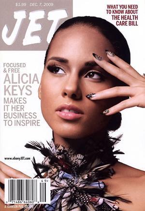 Alicia Keys is all smiles and no makeup at the MTV VMAs