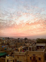 sunrise over the old city of jaisalmer (Seakayem) Tags: sky cloud india sunrise cellphone oldcity jaisalmer rajasthan iphone goldencity thardesert