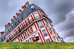 Paris (__Bentom Wyemji__) Tags: cloud paris france building green art grass canon buildings photography eos flickr photographie cloudy frana potd dslr nuage pictureoftheday slope immeuble batiment manfrotto      bentom  canon5dmarkiii  5dmarkiii   2470lii bentomwyemji wyemji