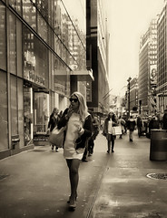 blonde smoker (Le Xuan-Cung) Tags: blondesmoker newyorkcity nyc usa streetphotography bigcity citylife streetlife alone