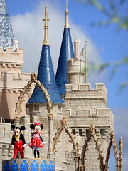 Mickey, Minnie & Cinderella's Castle (fariasmarian) Tags: mickey minnie mickeymouse minniemouse mouse mice magickingdom magic kingdom castle cinderella disney disneyland disneyworld disneyparks waltdisneyworld wdw travel usa orlando florida