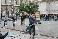 IMG_7378 (ilGabbiano) Tags: milano milan bolledisapone sapone bolle artistidistrada buskers soapbubbles duomo duomodimilano piazzaduomo