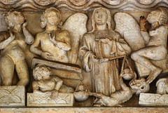The Weighing of Souls. Bordeaux, Saint-Seurin, south portal (12th and 13th centuries, finished in 1267), central tympanum. (markusschlicht) Tags: bordeaux burdeos saintseurin gothique gothic gotico gotisch gotik statue skulptur sculpture medieval mittelalter escultura portail portal südportal médirional sud south tympanon tympan tympanum weighing seelenwägung pesée âmes