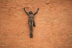 Christ des Minimes (Steph Blin) Tags: toulouse inri christ jésus jésuschrist church église ville rose briques croix mur minimes 31 31200 france culte croyance christianisme catholique