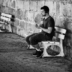 Entraînement! (guillaumegesret) Tags: dinard street jongleur artist streetview ville view city canon human humaniste noir noiretblanc nb life black blanc bw bretagne brittany beach