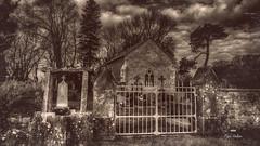 Mon cimetière préféré ! (Fred&rique) Tags: lumixfz1000 photoshop raw hdr flou arrièreplan chapelle jura croix tombes cimetière végétation ancien arbres