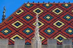 Toit de la Cathédrale de Sens (Joseph Trojani) Tags: cathedral church cathédrale eglise sens bourgogne city ville yonne religion nikon d7000 centreville place burgundy toit roof architecture tuile tuiledebourgogne