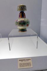 L1160264 (H Sinica) Tags: jindezhen overglaze vase 乾隆 qianlong 景德鎮 jingdezhen 清 qing fencai 粉彩