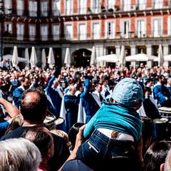 _DSF2094 (Antonio Balsera) Tags: plazamayor semanasanta gente tamborrada madrid comunidaddemadrid españa es