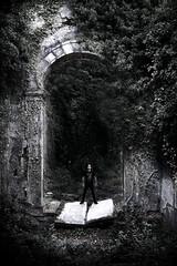 (MaRuXa fotografía) Tags: canon maruxa monasterio abandono montaña pueblo portugal piedra verde lapida arco