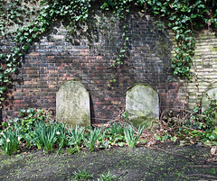 In a Corner (D_Alexander) Tags: uk england cemeteries london graveyards headstones wapping eastlondon towerhamlets