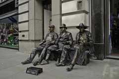 MIMOS (Alvaro Franco 64) Tags: travel people london landscape londres marron hombres bronce mimos