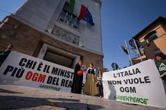 Biancaneve in azione al ministero della Salute (Greenpeace Italia) Tags: salute greenpeace della beatrice biancaneve ogm ministero lorenzin